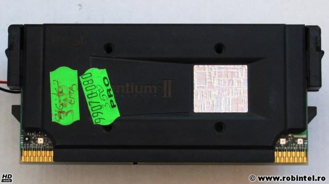 Microprocesorul Intel Pentium II SL356 (Deschutes) pe Slot 1 la 350 MHz, vedere din față