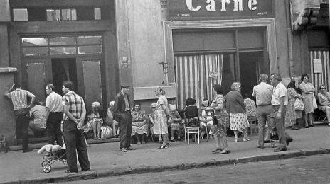 Coadă la carne. August 1982 pe strada Rosetti