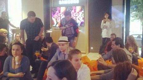 #cluj #blogmeet se ține la cel mai modern #Orange shop. M-am jucat cu toate drăciile de pe aici!