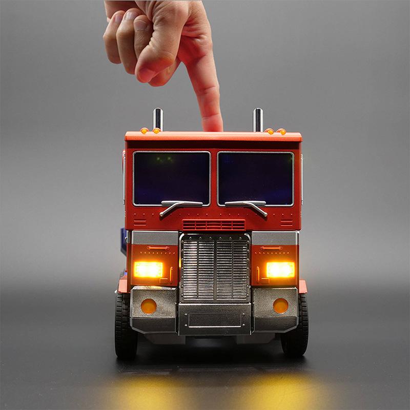 auto-converting optimus prime vehicle mode
