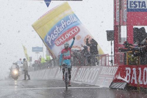 Giro 2013: Vincenzo Nibali vince in solitaria sulle Tre Cime di Lavaredo