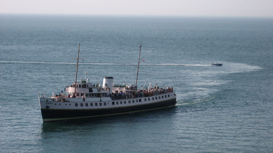 robzlog Ilfracombe - the Balmoral passes a speedboat