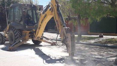 Comenzaron el recambio del colector cloacal en el barrio Los Olmos