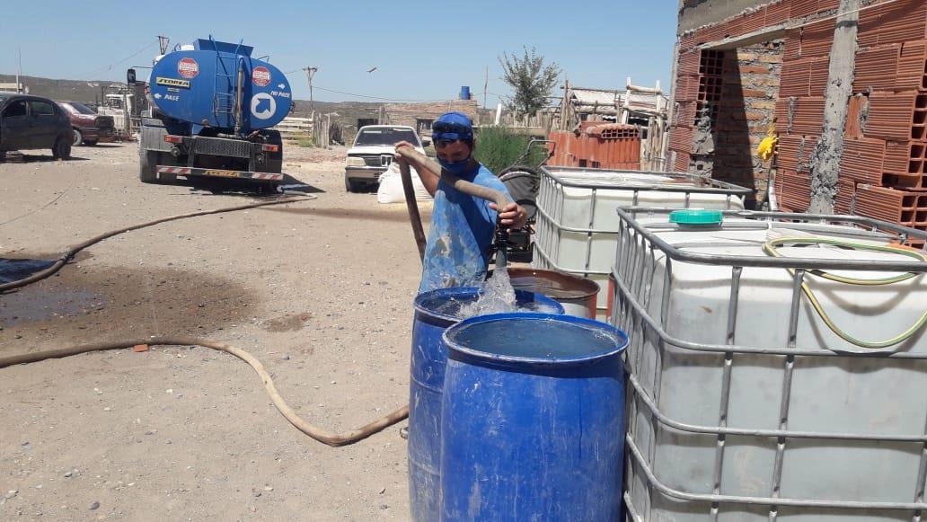 Por las altas temperaturas, reforzaron la distribución de agua potable y la recolección de residuos