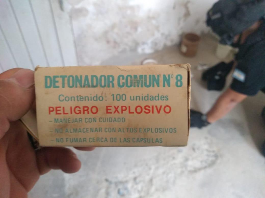 Personal policial secuestró más de 60 explosivos militares en una casa