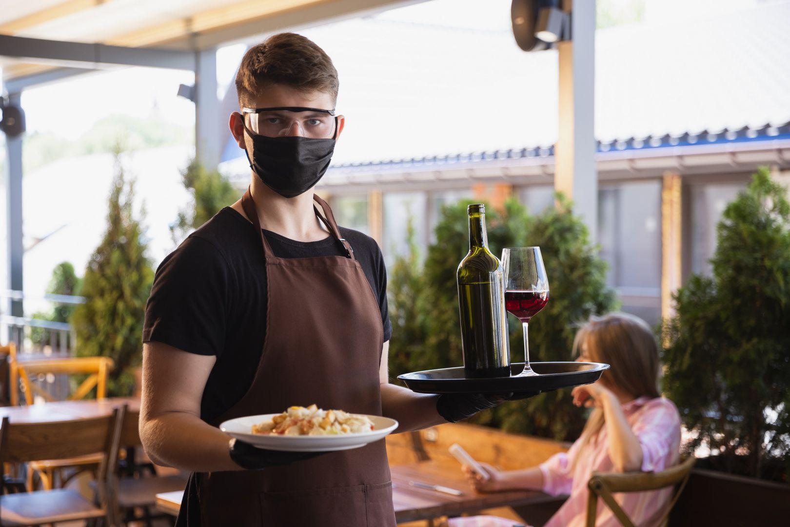 Buscan que se pueda usar parte de las calles para que se amplíen los locales gastronómicos
