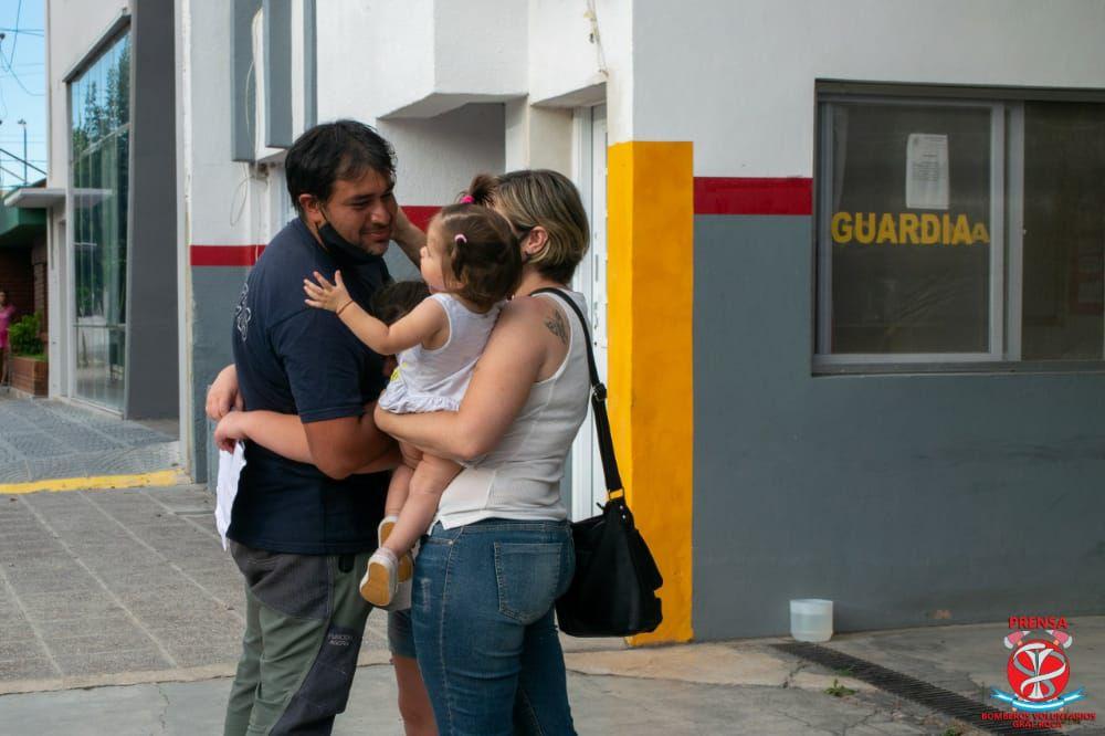 Los bomberos roquenses que prestaron asistencia en El Bolsón regresaron a casa