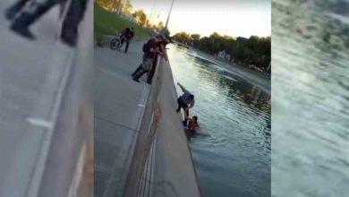 Video: Policías rescataron a una mujer de las aguas del Canal Grande