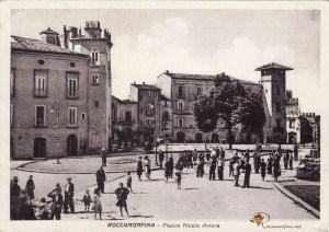 Piazza Nicola Amore, anni '60 foto archivio Roccamonfina.net