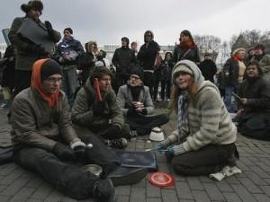 Islanda crisi sit-in davanti al Parlamento