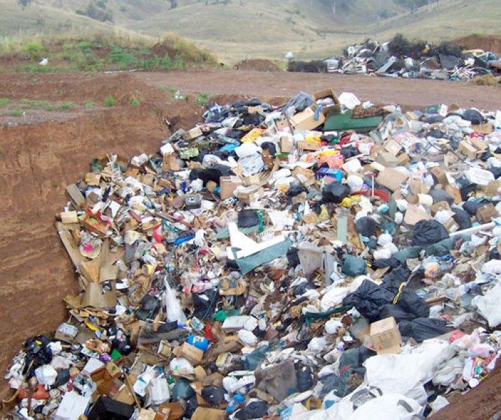 Preocupación por las políticas de transporte de la Región Metropolitana como también por las relacionadas con las basuras no sólo al nivel regional sino que también nacional