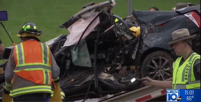 Two killed in crash in Clifton Park outside Albany_1558879343564.jpg.jpg