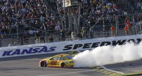 October 18, 2015: Joey Logano wins the Hollywood Casino 400 at Kansas Speedway in Kansas City, KS. (HHP/Harold Hinson)