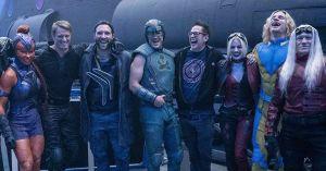 O diretor James Gunn e o elenco de Esquadrao Suicida