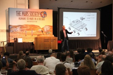 2013 Mars Pioneer Award recipient and convention banquet keynote speaker Dr. Steve Squyres.