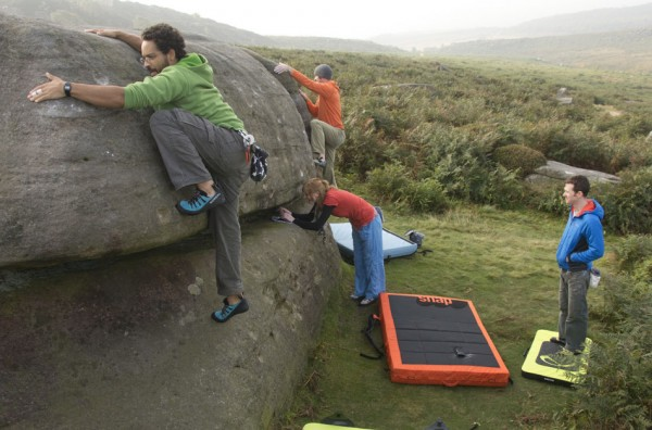 Bouldering-try-out-easy-problems