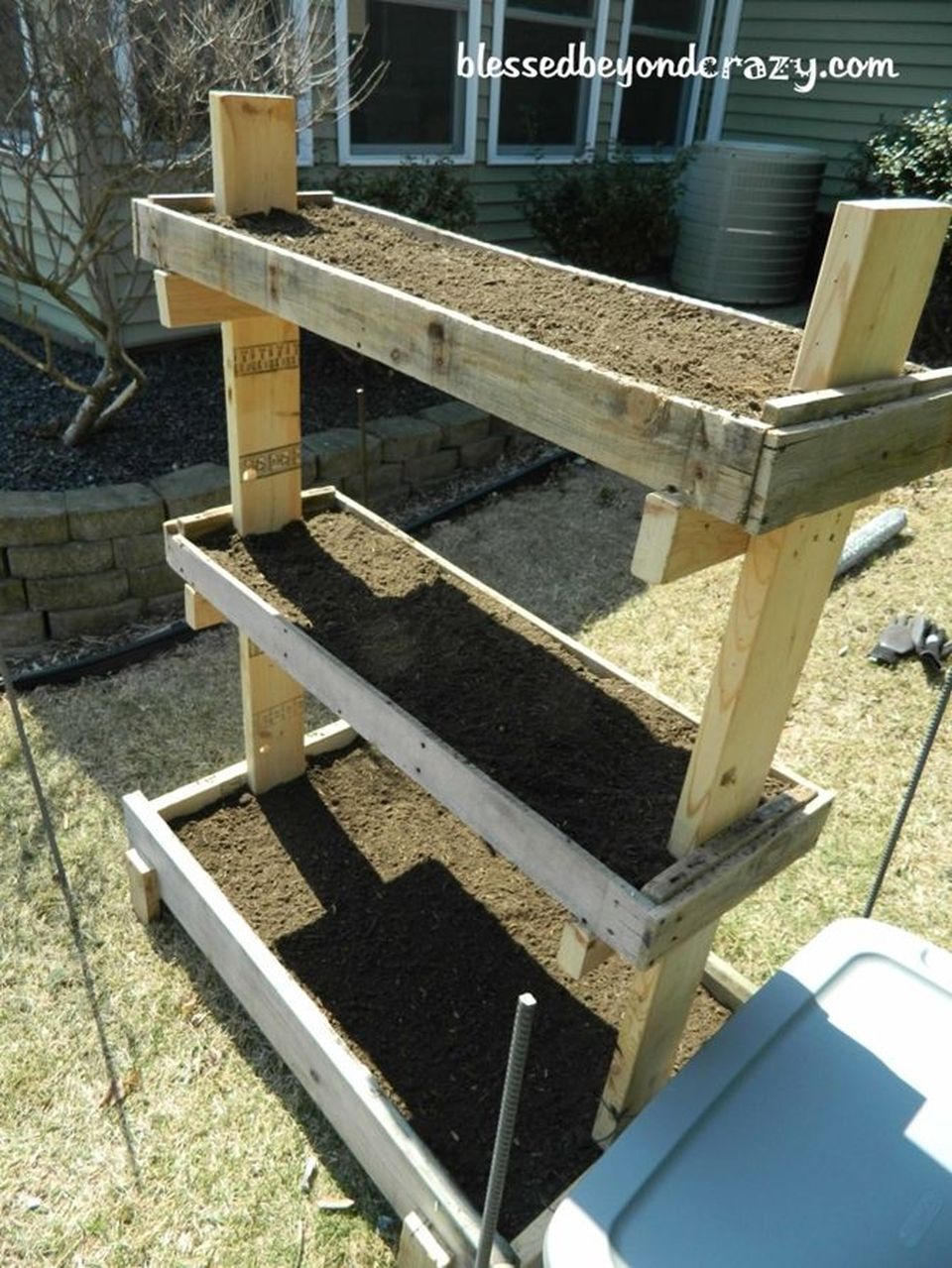 Amazing Creative Wood Pallet Garden Project 59