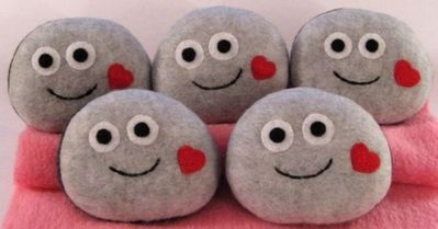Creative diy painting rock for valentine decoration ideas 44