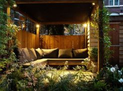 Small courtyard garden with seating area design and layout 10