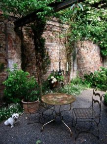 Small courtyard garden with seating area design and layout 84