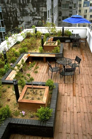 Amazing Rooftop Porch and Balcony Inspirations 20