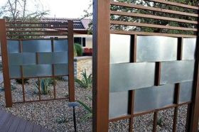 Stunning Creative Fence Ideas for Your Home Yard 19