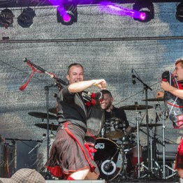 red-hot-chili-pipers-woa-14-2437(1)