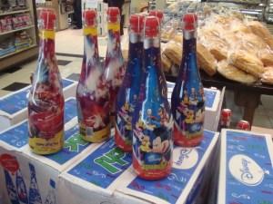 Bebida para crianças, imita uma garrafa de vinho.