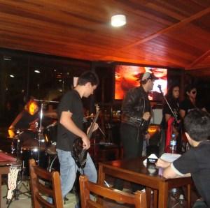 Da esquerda para direita: Marcus, Daniel, Menson, Simon e Dido. O vocal... bem... o vocal saiu! [tadá-tum-tiss!!!]