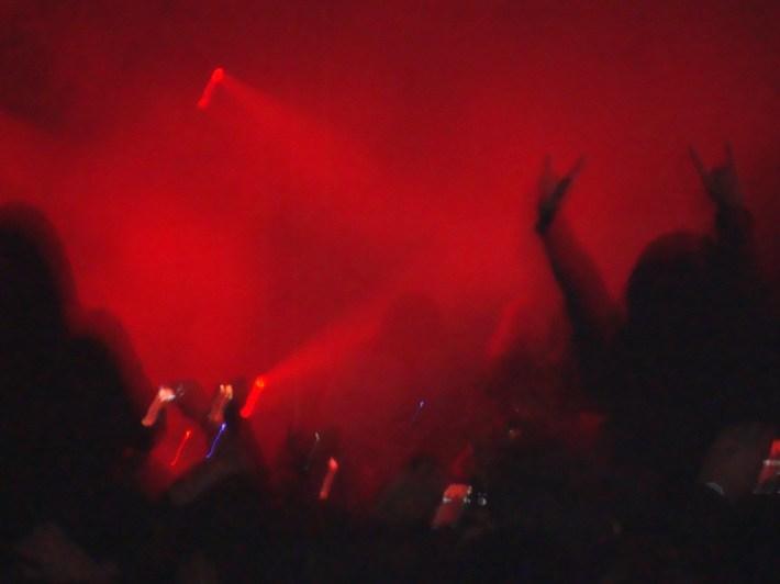 Foto tirada por mim durante Show do Angra em Suzano, junho de 2011.