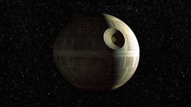 Achei essa imagem da Estrela da Morte, com um fundo estrelado neutro. Para dar o tamanho da ilustração que eu fiz, selecionei a base da imagem, dupliquei diversas vezes até dar a altura da imagem. Nem dá para notar.