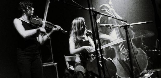 V sodelovanju z organizatorjem vam v nagradni igri poklanjamo 2 x 1 vstopnico za koncert Godspeed You! Black Emperor & Dirty Three, ki bo 14.11.2012 v Kinu Šiška.