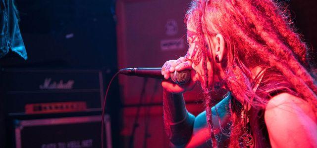 Kanadska sludge metal zasedba Dopethrone, ki je konec maja izdala nov studijski album Transcanadian Anger, se je znova oglasila v naših logih.