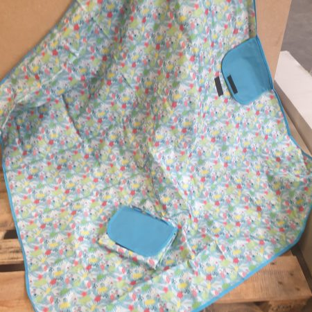 Image of the waterproof picnic blanket open