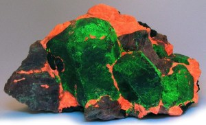 Willemite glows green under short wave ultraviolet light best UV black light flashlight for minerals