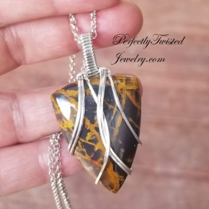 Wire Wrapping TUTORIAL – Mini Pendant using a single half round wire.