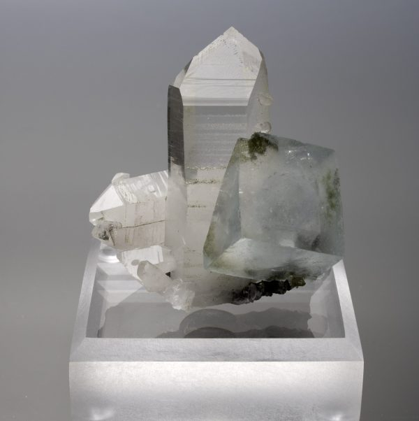 quartz most abundant mineral on earth