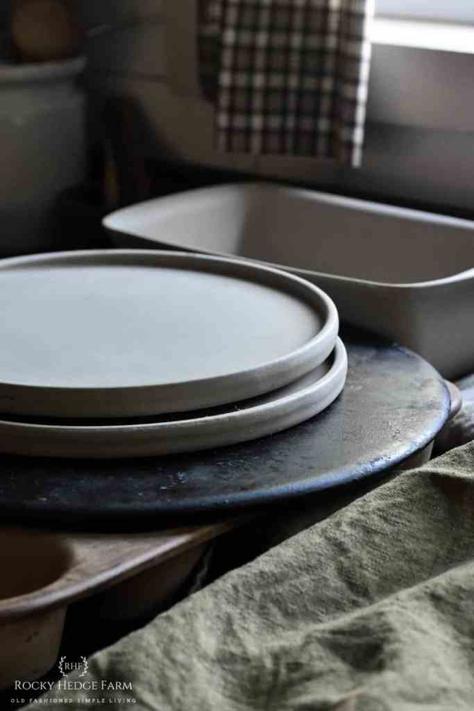 How to Store Stoneware