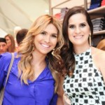 A_blogueira_Juliana_Flor_em_pose_com__Isabella_Vale_de_Arajo_Guimares