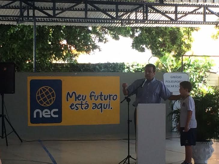 PREFEITO_CARLOS_EDUARDO_PARTICIPA_DE_CERIMNIA_COM_OS_ALUNOS_DO_NEC