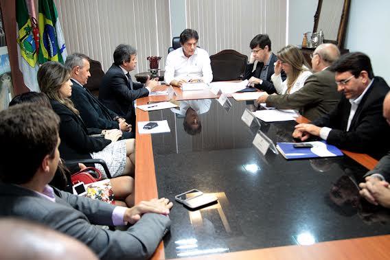 1_GOVERNADOR_E_SECRETRIOS_DE_ESTADO_RECEBEM_MP_PARA_DISCUTIR_SISTEMA_PRISIONAL