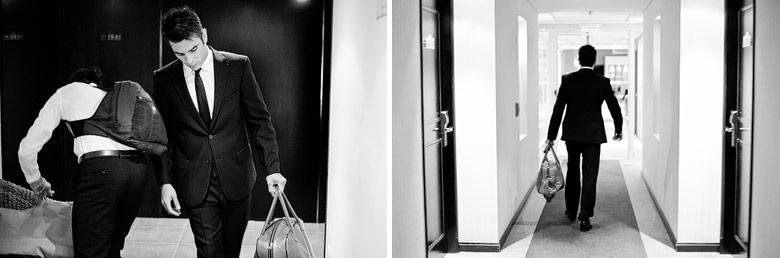 El novio saliendo del hotel hacia el salón