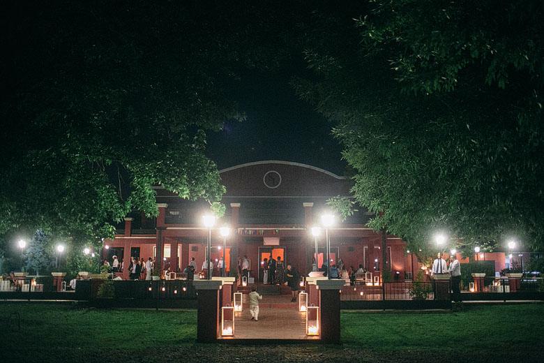 Casamiento de noche en Haras Santa Lucia