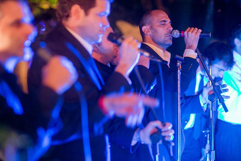 Vox Pop cantando en el casamiento