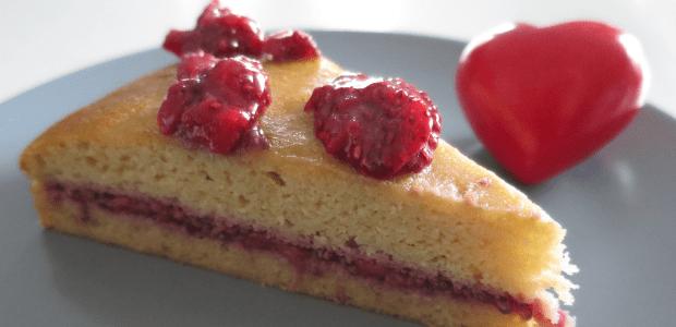 Sponge cake with strawberry jam