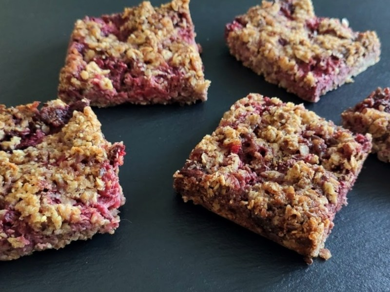 Strawberry Oat bars (one bowl recipe)