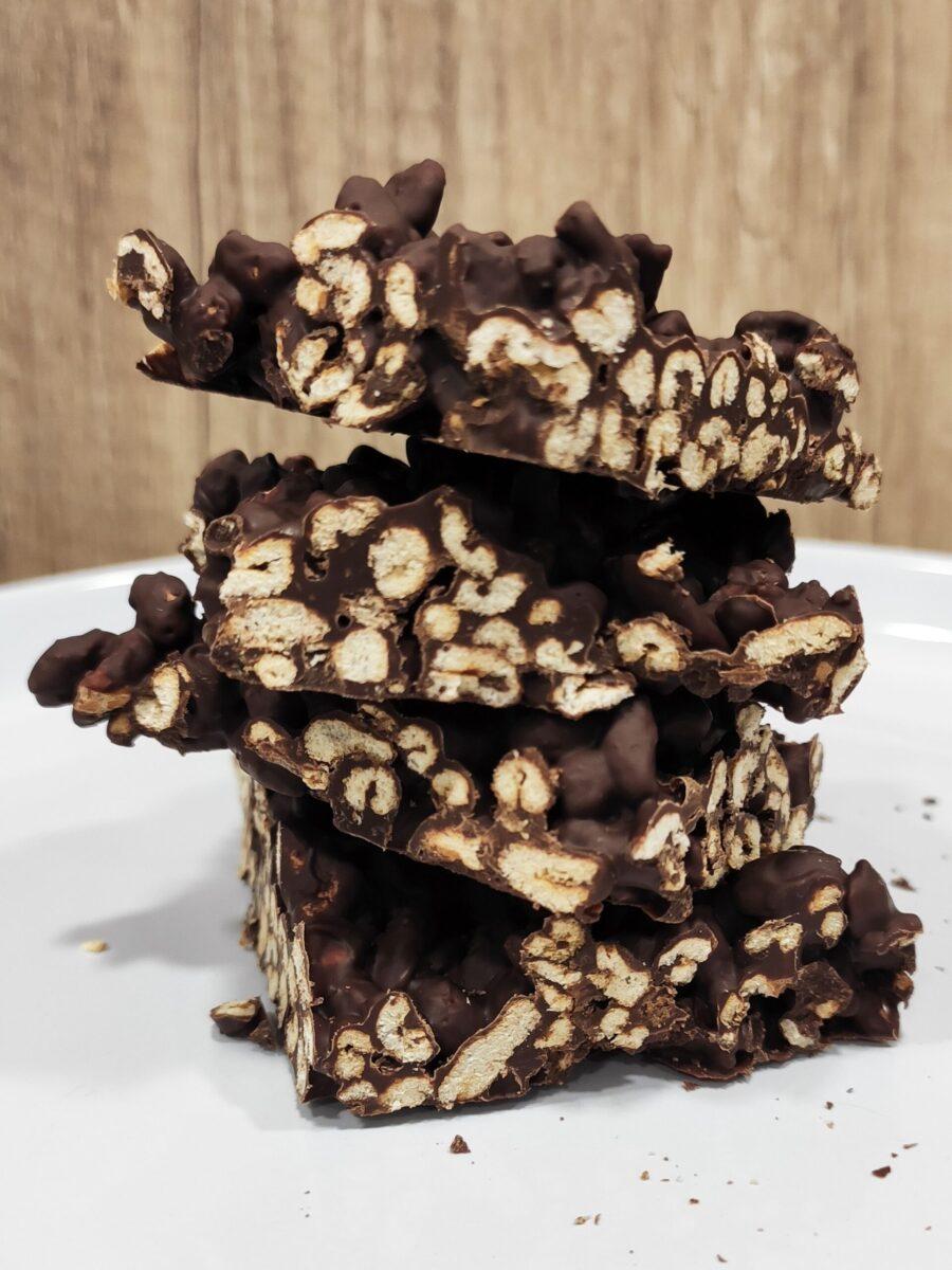Puffed oats chocolate snack