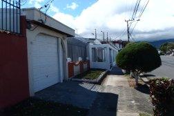 Okratowane płoty, druty kolczaste, codzienna rzeczywistość mieszkańców San Jose