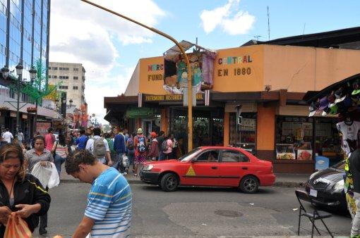 Wejście do Mercado Central i Szopka Bożonarodzeniowa