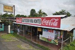 Okratowane sklepy w drodze do Tortuguero
